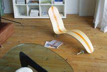 chaise longue SKATE CHAIR / chaise longue s'inspirant de l'univers du skate.  Mascotte du Festival de la glisse d'Agon Coutainville 2010 (parrain Taig Khris).  Exposition : - the International Festival Design of Moscow, Design Act 2010 / Russie - Biennale Internationale de Design de St Etienne 2006