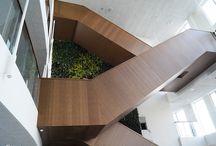 Brandimprægneret Bambus / Innovest ved Skjern – et større og særligt bæredygtigt projekt for Ringkøbing-Skjern Forsyning A/S og Ringkøbing Fjord Innovationscenter. Massive facadelister i bambus, flere heraf imprægneret med den 100 % organiske brandhæmmer BURNBLOCK, og MDF fineret med bambus til beklædning af trappe - forhandlet af Keflico A/S. Foto: Keflico A/S.