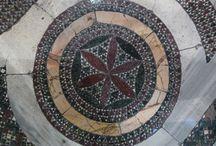 """pavimenti """"Cosmateschi"""" / Dalla tarda antichità alle soglie del rinascimento. Un tesoro poco noto che calpestiamo senza farci caso"""