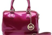 Michael Kors Satchels / If you love yourself, you must buy the Satchels as the gift for yourself. Satchels is very fashion in the world, it is adapt to everyone who want to be a shine woman.
