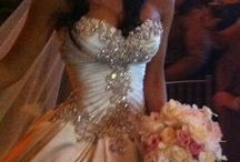 My dream wedding dress / Sparkly, lace and big ;)