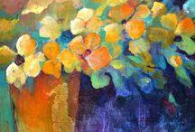 jarron y flores amarillas
