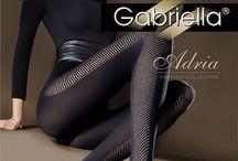 Gabriella / Gabriella ble grunnlagt i 1996 i Lodz, polen – en by av tekstil historie. Gabriella er en av de største produsentene av strømper i Polen. Dokumentert tilstedeværelsen i butikkhyllenr i mer enn 35 land over hele verden. Gabriella har en av de mest moderne maskinparkene i Polen. Avansert teknologi, betyr komponenter av høyeste kvalitet.