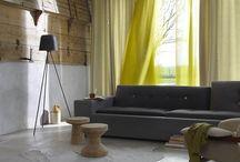 Ploeg | Van Oort Interieurs / Al vanaf de jaren '50 zijn de ontwerpers van Ploeg bezig met hun zoektocht naar het 'moderne wonen'. Vanaf diezelfde tijd, krijgt Ploeg een grotere bekendheid als weverij en leverancier van gordijn- en meubelstoffen. Hierbij staan ze voor ambachtelijke, kwalitatief hoogwaardige gordijn- en meubelstoffen, die allemaal in eigen huis worden gemaakt.