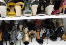 Organização  ♥ Sapatos, Bolsas e Acessórios / Soluções para você organizar bolsas, sapatos e acessórios. Ideias criativas e práticas para você organizar o armário.