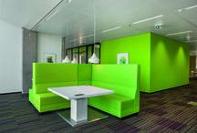 Inspiration / Inspiratie a.s.r. de verzekeringsmaatschappij voor al uw verzekeringen / Het vernieuwde pand is vollediggericht op het Nieuwe Generatie Werken (NGW) en biedt 2.800 flexibele werkplekken voor ruim 4.000 fte. ROHDE & GRAHL is verantwoordelijk voor de levering van de bench werkplekken, de opbergmeubelen,de functionele loungewerkplekken, overlegfauteuils, restaurantstoelen en de stoelen in het auditorium.