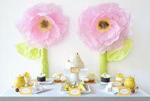 Bee Experience / Bee dessert table, Bee desserts