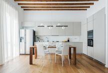 APARTMENT MOSÈ / Situato in una zona residenziale di Milano, il progetto è stata una ristrutturazione totale. Pressochè nulla di quanto preesistente è stato mantenuto, a partire dal risanamento strutturale dei solai, alla rimozione dei soffitti, al rifacimento complete degli impianti Il progetto, un appartamento per una coppia di Milano, ha avuto come obiettivo primario quello di massimizzare gli spazi.