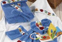 Geschenkideen / Geschenkideen zu verschiedenen Anlässen, z. B. zu Weihnachten, zum Geburtstag der Frau oder etwas Besonderes wie das bestandene Abitur. Ein schönes Geschenk darf gerne gleichzeitig praktisch sein: Schenken Sie Handtücher, Bettwäsche oder elegante Tischwäsche von N&K Bielefelder Wäsche.
