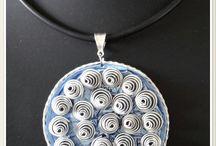 pendentif bleu torsade fil aluminium