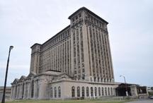 Edifícios / Na sua maioria não são belos. Mas sim grandes, decadentes e grotescos.