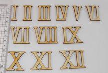 Römische Ziffern Holz Buchstaben und Zahlen aus Holz / Basteln von Uhren, Einladungskarten, Türschilder, Hausnummern, Holz Zahlen, Holz Buchstaben für Ferienwohnungen