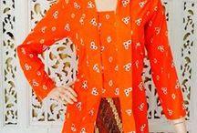Kebaya Model Pendek / Pakaian ini memiliki design yang cantik. Perpaduan warna broklat dan bordir membuat dress ini semakin terlihat menarik.material yang digunakan berkualitas, sehingga memberikan kenyamanan pada orang yang mengenakannya. Dress kebaya ini cocok untuk kamu yang ingin selalu terlihat anggun, cantik, dan menarik.
