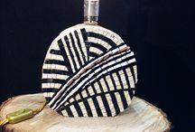 Luce di Mosaico / lampade da tavolo create su di una base di legno di castagno tagliato e lavorato a mano , su una base di mosaico diretto eseguito con tessere di smalto e marmo. su nostro pregetto con un punto luce nudo.