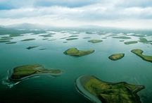 Clew bay / C'est dans les eaux froides de la baie de Clew bay, comté de Mayo, Irlande que les huîtres Ostra Regal grandissent jusqu'à la taille de demi élevages pendant un peu plus d'une année.