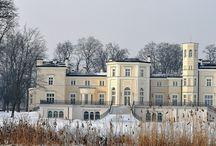 Łąck - Pałac / Pałac w Łącku zbudowany w latach 1872-1873 według projektu Kornelego Gabrielskiego dla Mikołaja Fuhrmana - oficera rosyjskiego, właściciela dóbr łąckich. Od 1923 r. pałac był siedzibą dyrekcji Państwowego Stada Ogierów. W latach 1938-39 pełnił funkcję rezydencji marszałka Edwarda Rydza-Śmigłego. Od 7 września 1939 r. mieściła się tu kwatera generała Władysława Andersa. Obecnie pałac jest własnością prywatną.