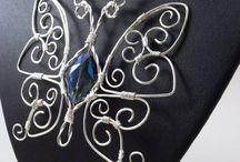 蝶のワイヤー作品