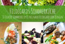 Hildegard von Bingen - Sommerrezepte / Hier finden SIe eine erlesene Sammlung an leckeren Sommerrezepten inspiriert von der heiligen Hildegard von Bingen. Jetzt auf Vivat.de vorbeischauen und kostenlose Rezepte herunterladen.
