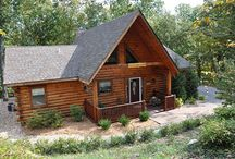 Ole Hickory / Cute 2/2 cabin in the woods. Charming decor, private grill and hot tub, tucked in woods but close enough to all the action in Branson MO