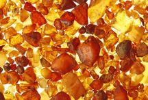 Joyería Con Ámbar / La joyería con Ámbar es la más maravillosa y tiene un poder increíble. En nuestro blog le dedicamos un post completo a esta piedra: https://tendenciasjoyeria.com/joyeria-de-ambar-joyas-de-moda-con-piedras-naturales/