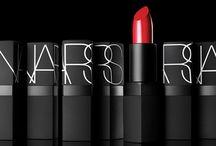 NARS / Moderne. Audacieux. Iconique.   NARS est la marque de maquillage professionnel ultime créée en 1994 par François Nars, make-up artist et photographe, dont la vision créative sublime l'expression de soi et la beauté individuelle.    ►http://www.lebonmarche.com/marques/nars.html