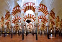 Moorish architecture / Moorish architecture is a Berber-Islamic Architecture that developed in the North of Africa and monuments reflecting this type of architecture can still be found in Spain, Algeria,Tunisia, Morocco, Portugal, Southern Italy and Malta.