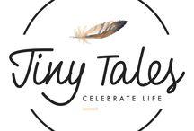 Sieraden Tiny Tales / Tiny Tales vertelt over jouw leven en de liefde en legt dit vast in een zilveren sieraad. Jij bepaalt zelf welke tekst je in je sieraad zet. Zo ontstaan unieke en persoonlijke sieraden. Sterling zilveren sieraden met eigen tekst.