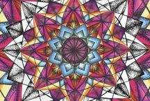 Mandalas zum Ausmalen / Das Mandala-Malen und Mandala-Ausmalen ist konzentrationsfördernd, schenkt Entspannung, Ordnung, Klarheit und Gelassenheit. Durch die Einfachheit des Mandala-Malens öffnest Du Dich ganz leicht Deiner Kreativität.