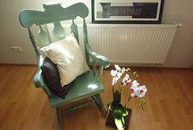 Stoly a stoličky, kresla postele