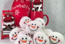 Snowball Fun Set / Felt Bag Snowball Fun Set includes 10 Snowman Face Snowballs and Felt Bag.  Bring the winter inside with these delightful, rosy cheeked snowman face snowballs.  Perfect for indoor snowball fights or to add some fun to your holiday décor.   This is a perfect gift for the college dorm and especially for those students in warm weather climates who don't have the pleasure of experiencing real snow!