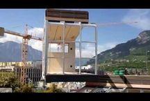 Colocación del Modulo / Las viviendas modulares se constituyen por los módulos que las componen. En esta recopilación de vídeos, vemos como los módulos son colocados y posicionados para formar futuras casas.