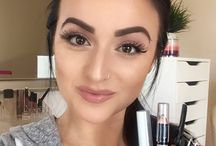 Eyebrows / It has been in trend for a while now, but it's easier said than done! Many women want to know how to get these perfect eyebrows so here are a few tips. Thank me later!