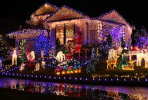 Nashville Holiday Lights / The holiday season is in now full swing, which means that masters of interior and exterior illumination have already been hard at work decking the halls and stringing up lights on any available surface — all roofs, trees, windows, and shrubs must be covered! Here are some great local places to take in spectacular lights and participate in festively fun activities with your little ones.