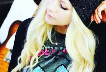 Avril Lavigne-Abbey Dawn