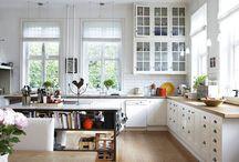 Кухня в скандинавском стиле / Скандинавский стиль зародился в таких северных странах, как Норвегия, Швеция и Дания, где нехватка солнечных лучей и тепла стали причинами многих особенностей стиля.