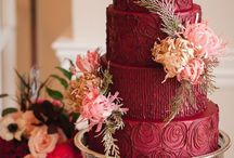 Burgundy Wedding Trends / All wedding details featuring gorgeous shades of red and burgundy!
