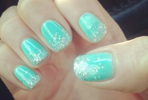 nails / by Catherine Pillette