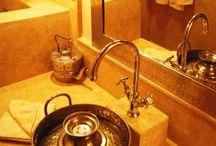 Viva - Charming Riad Marrakech / Erleben Sie im Riad Viva den Flair eines kleinen königlichen Palastes. Hier treffen Tradition und Moderne aufeinander: Erbaut im landestypischen marokkanischen Stil und dekoriert mit feiner erlesener Handwerkskunst genießen Sie den luxuriösen Komfort geräumiger und heller Zimmer sowie des hauseigenen Pool-und Spa-Bereiches.