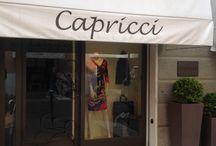 Il Negozio / Foto del negozio Moda Capricci Abbigliamento, vendita al dettaglio di capi d'abbigliamento firmati per signore.