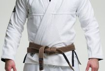 Gameness White Air Gi / The Gameness Air Gi is one of the most popular Jiu-Jitsu Gis ever made. The Air is one of the lightest jiu-jitsu Gis on the market, making it great for training in hot climates, when you need to save some weight at your next tournament, or just a comfortable every-day Gi. Used by pros and amateurs alike, you are likely to see the Air on the mats at any local tournament as well as the world championships. Our simply appointed branding keep this Gi understated and light.