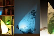 origami ecodesign / origami est une lampe créée à partir d'un carré de chute de bâche publicitaire. une ampoule à led lui assure une consommation minimale avec une palette de couleurs infinie.