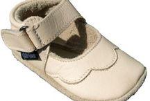 Baby Paws / De leukste babysloffen voor je baby! Baby Paws zijn ontworpen voor baby's en peuters van 0 tot 24 maanden. Ze geven een comfortabele en gezonde basis aan de kleine voetjes, zodat deze zich op een natuurlijke wijze kunnen ontwikkelen voor en tijdens de eerste stapjes. De mooie sloffen staan bekend om de hoge standaard van kwaliteit, in zowel materiaalkeuze als afwerking.  www.opeenwolkje.nl/c-2343878/baby-paws/