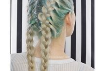 MANIC PANIC Sea Nymph / A refreshing minty green, perfect for any babe's session in the sea. Sea Nymph must be applied to a level 10 blonde for optimal results.
