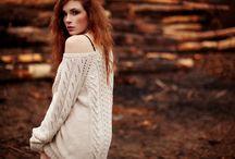 девушка в свитере