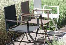 Gartenmöbel / Spätestens wenn der Frühling Einzug hält, verlagern wir unser Leben nach draußen. In den Garten, auf den Balkon oder die Terrasse. Outdoormöbel sind daher ein wichtiger und oft unterschätzter Bereich der Einrichtung. Designer-Outdoorstühle, Gartentische, Bänke für den Außenbereich, moderne Liegen, ausgefallene Pflanzentröge, extravagante Grills oder Feuerstellen, Sitzsäcke für den Außenbereich, Sonnen- und Sichtschutz oder komplette Outdoor-Ensembles.