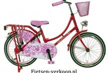 Omafietsen 18 Inch / Super Blitse Omafietsen  De welbekende omafiets met een fris nieuw uiterlijk, toch is dit nog steeds een oerdegelijke fiets Jonge meiden zijn dol op deze fietsen ! Deze blitse omafietsen zijn verkrijgbaar in leuke modieuze kleuren en met mooie prints uitgevoerd.  Kortom een stevige fiets voor weinig geld!   In vele maten verkrijgbaar: 20, 22, 24, 26 en 28 inch  Deze fietsen worden in doos afgeleverd en zijn voor 90% afgemonteerd. zie de website fietsen-verkoop.nl voor meer informatie