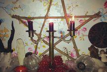 Het altaar: het hart van elk heksenhuis / Een altaar is in hekserij de plek waar je je magische handelingen verricht, het centrum van je rituelen.