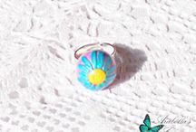Adjustable ring with flower daisy made with polymer clay pink and blue