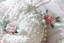 Pillows & Bed Linens
