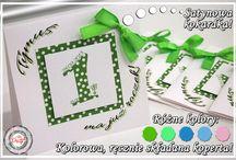 Zaproszenia w kropeczki / Zaproszenia na urodziny, roczek! Piękne, kolorowe z ręcznie składaną kopertą, dzięki której fajnie prezentuje się kokardka. Zaproszenia w dowolnej kolorystyce. Więcej na www.cardsdesign.pl  Zaproszamy!